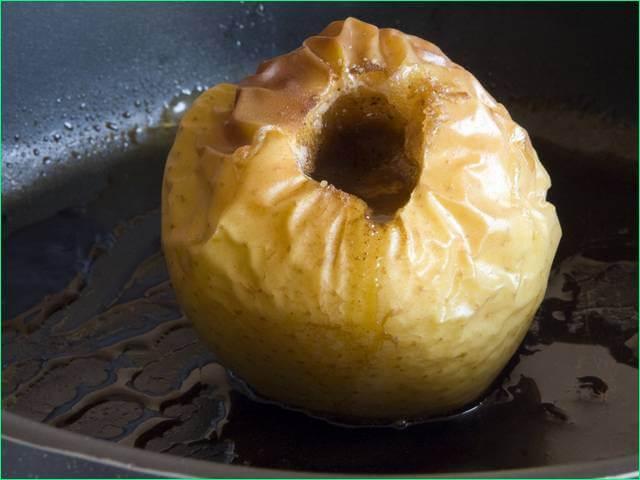 Яблоко запеченное в мультиварке