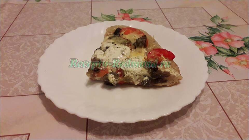 кусок домашней пиццы
