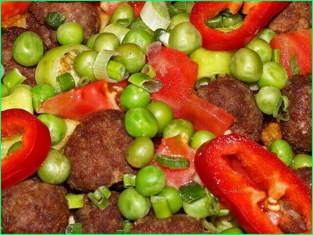 Тефтели с овощами в мультиварке