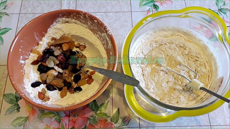 замешиваем тесто с орехово-цукатной смесью